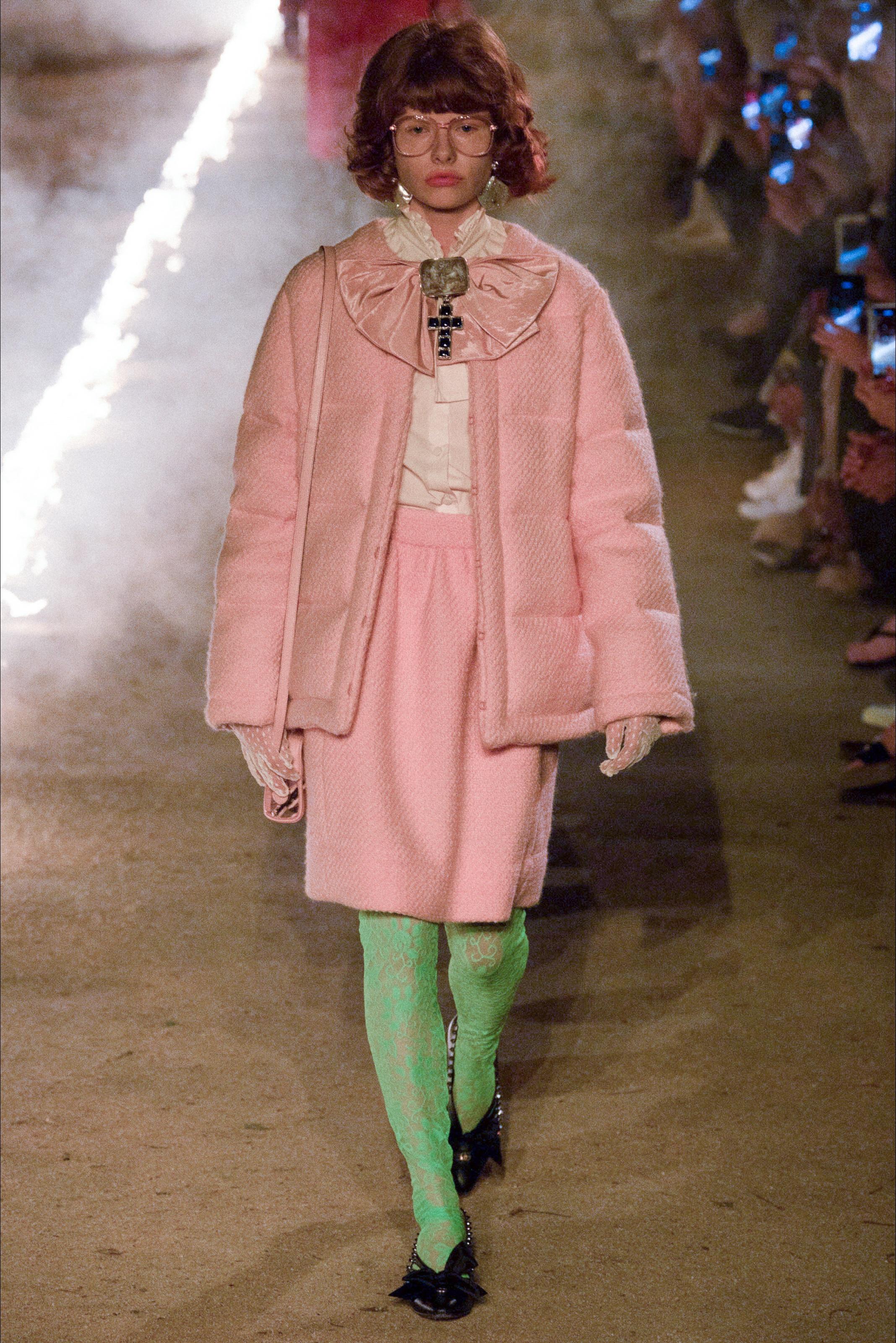 PFW Gucci sceglie Parigi per il debutto della collezione Primavera ... ffab9f6ec78