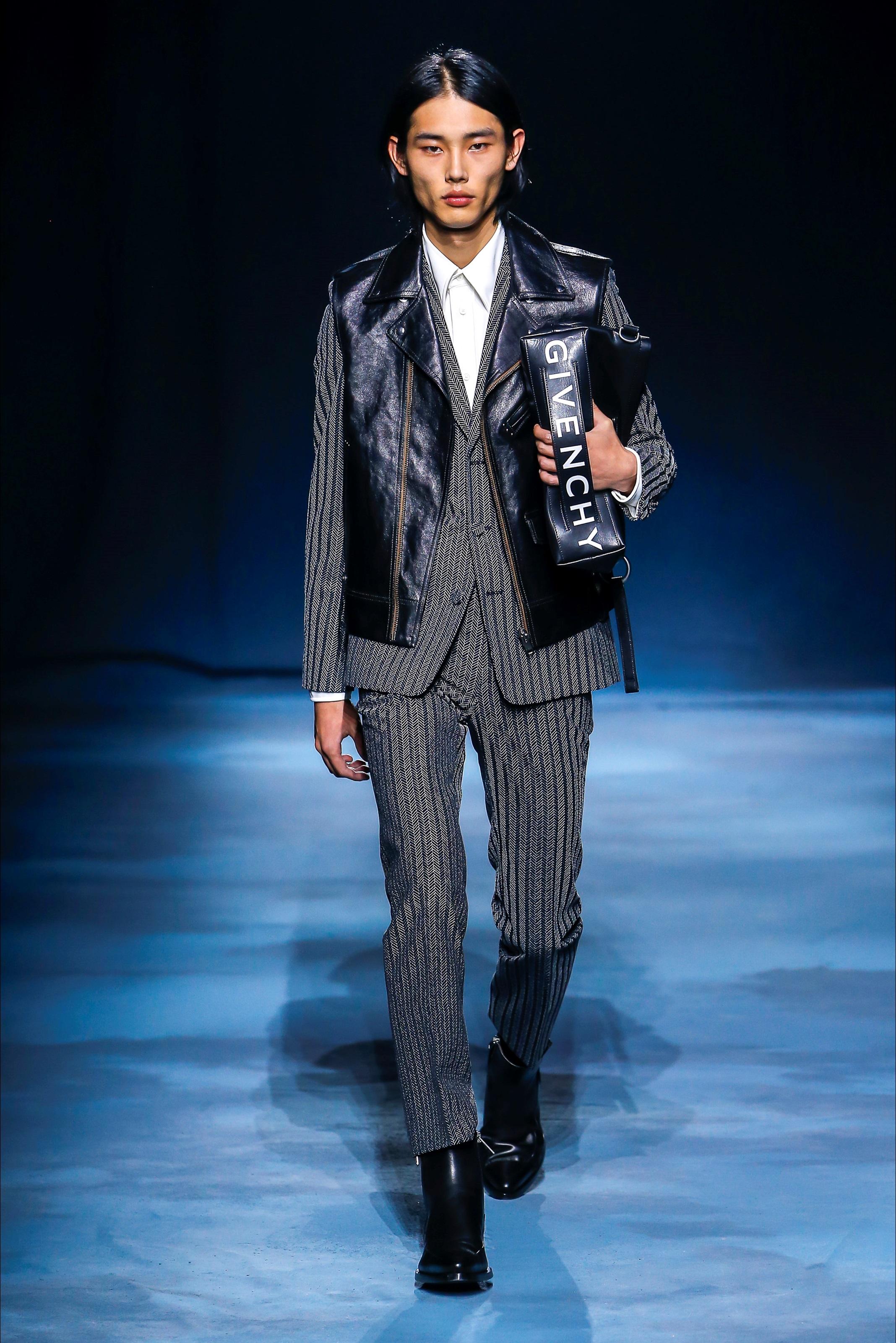 PFW Givenchy porta in passerella una donna raffinata in contrasti di colore  – One&Only